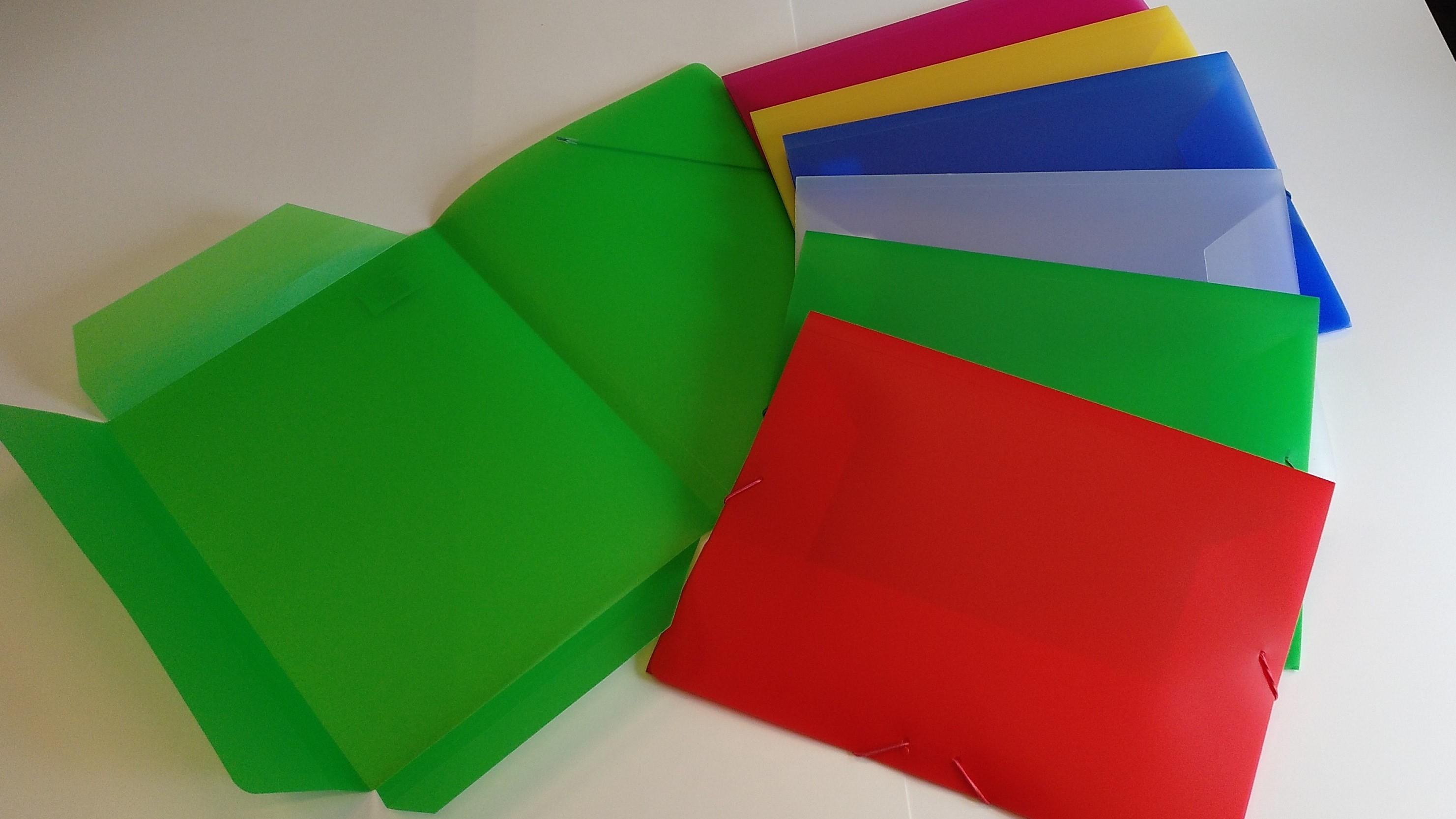 Carpetas Folio translúcidas.